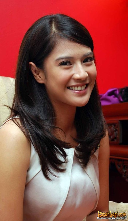 Dian Sastrowardoyo - Photo Set